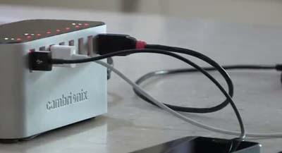 Un cargador universal USB para los dispositivos del aula