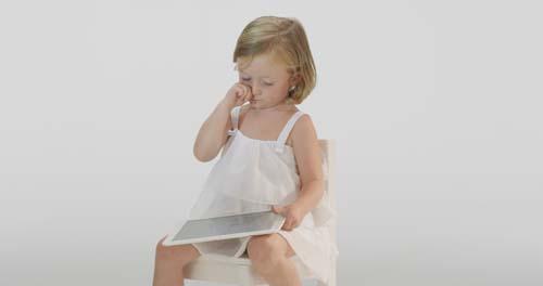 ¿Cómo prevenir los daños en los ojos cuándo se pasan muchas horas frente a una pantalla?