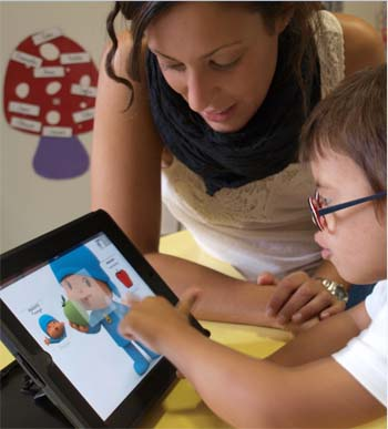 Alumnos con necesidades especiales aprenden con el iPad 1