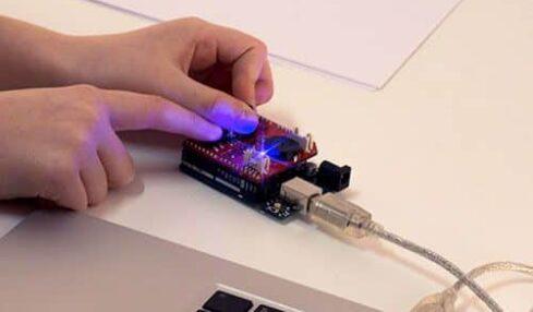 Awesome Shield, el accesorio de Arduino para futuros inventores 2
