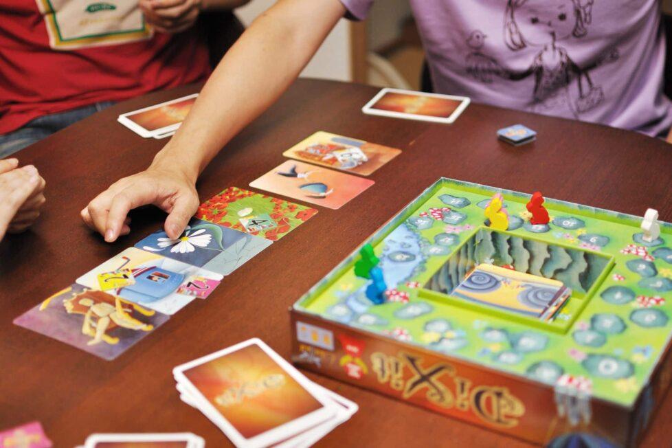 Dixit, un juego de mesa para mejorar la creatividad y el lenguaje... con imágenes 2