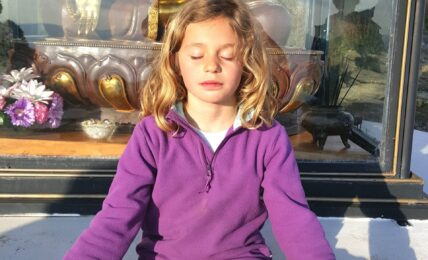 Meditación creativa a través del yoga en el aula 5
