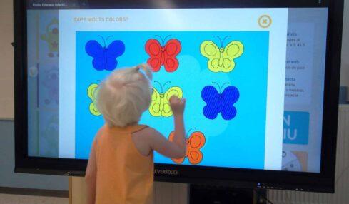 Monitores interactivos de doble uso en la Escola L'Arc de Sant Martí