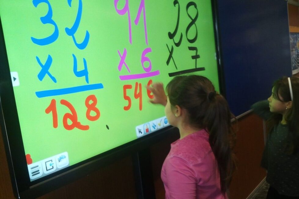 L' Escola Anselm Clavé: Clases más dinámicas con los monitores táctiles Clevertouch 2