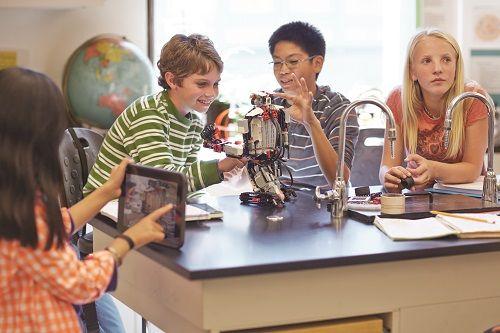 """Carlos Alonso, HP: """"Los avances tecnológicos ayudan a preparar mejor a los alumnos"""" 2"""