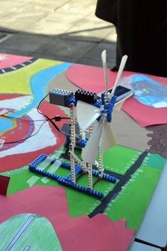 Muestra de robot creados por los alumnos en el marco del proyecto para nuevo planeta