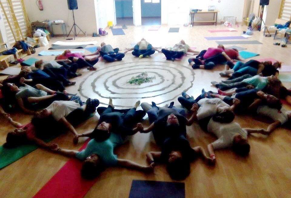 7 razones por las que el yoga debe estar en las aulas 1