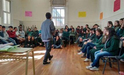 Teatro sobre problemáticas adolescentes para fomentar la creatividad y el trabajo cooperativo 1