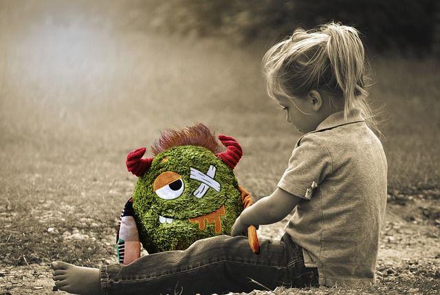 little girl 1611352 640