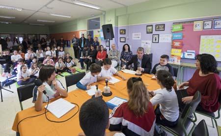 """""""Especial Elecciones"""": alumnos de Primaria participan en un debate radiofónico con el presidente del gobierno canario 1"""