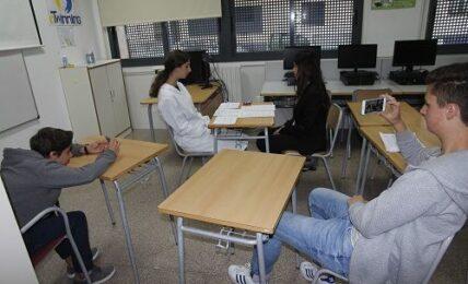 Alumnos de Secundaria se convierten en policías para aprender Francés 1