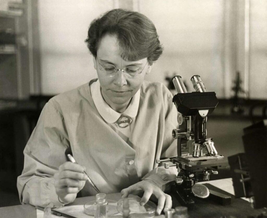 Barbara McClintock - mujeres cientificas