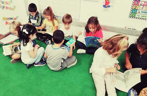Los beneficios de leer en voz alta en el aula