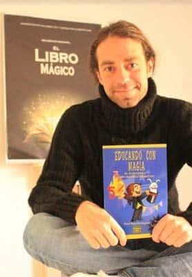Educando con magia, un libro de Xuxo Ruiz Domínguez