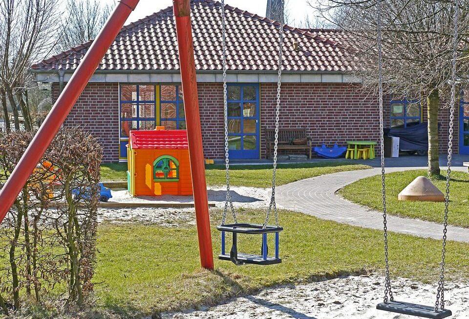 Adiós a los patios de cemento; ¡hola zonas verdes y plurales! 3