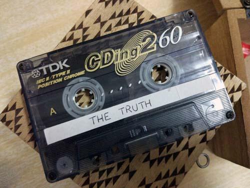 Un cassette, la clave para salir del escape room en inglés