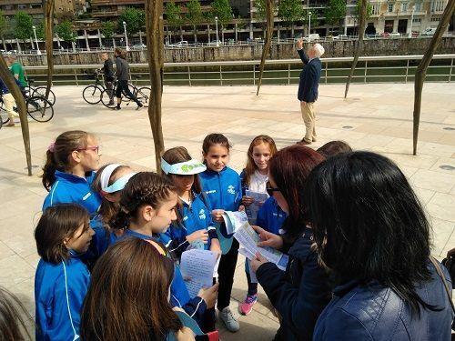 alumnos y turistas del proyecto Trueba Tourism Bulegoa
