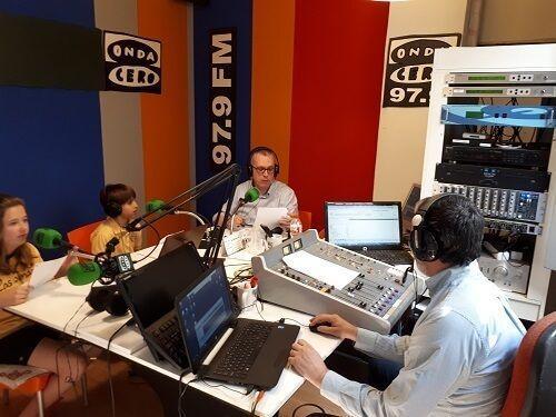 Alumnos en la radio- Las Colinas F.M.