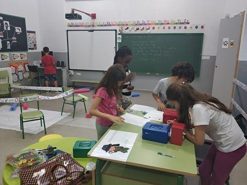 alumnos en un escape room