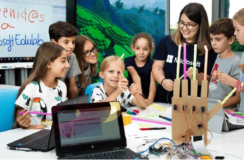 #MicrosoftEDULab niños jugando