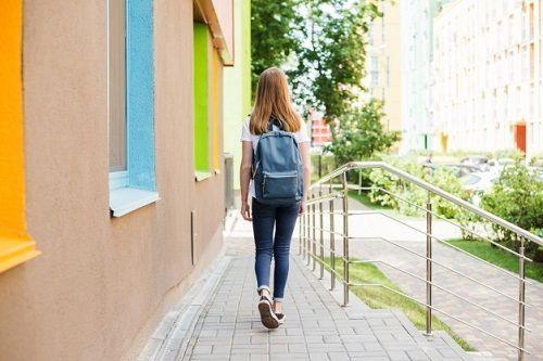 estudiante que abandona la escuela