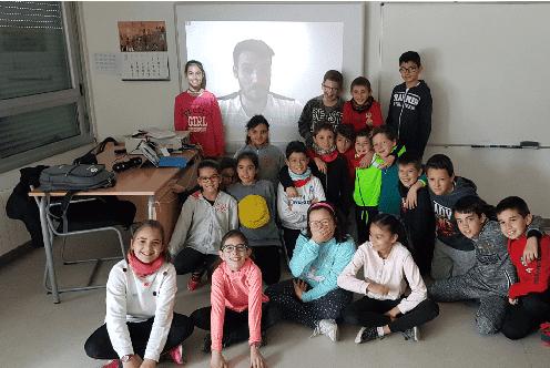 aúl Craviotto con estudiantes