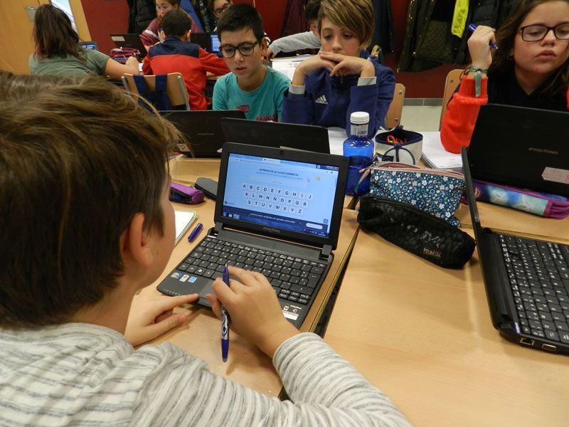 Los estudiantes de 6º de Primaria participando en un escape room para repasar Matemáticas