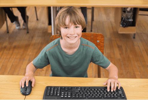 niño ordenador