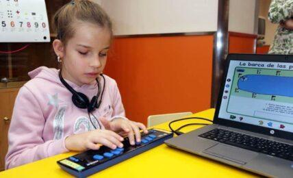 niña ciega programar