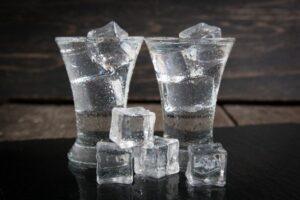 hielo en vaso