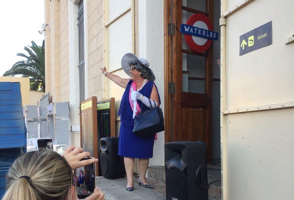 La 'Reina de Inglaterra' visita el Colegio Esclavas del Sagrado Corazón de Jesús