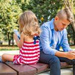 Los estudiantes de entre 12 y 17 años pasan más tiempo conectados a Internet que en clase