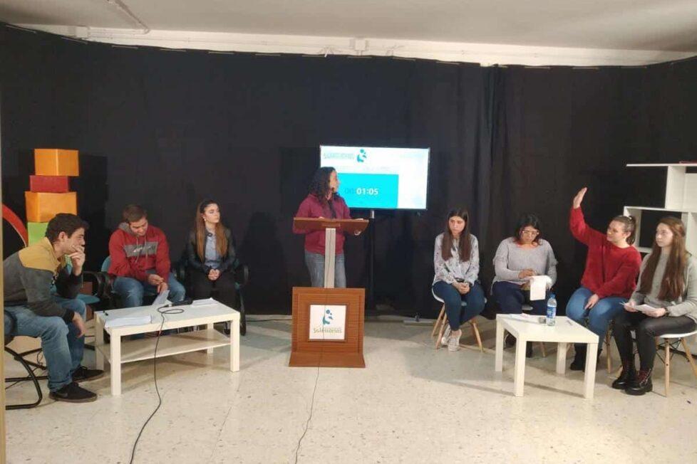 Los estudiantes debaten en el colegio FP María Auxiliadora