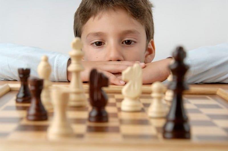 Jugar al ajedrez para trabajar la concentración