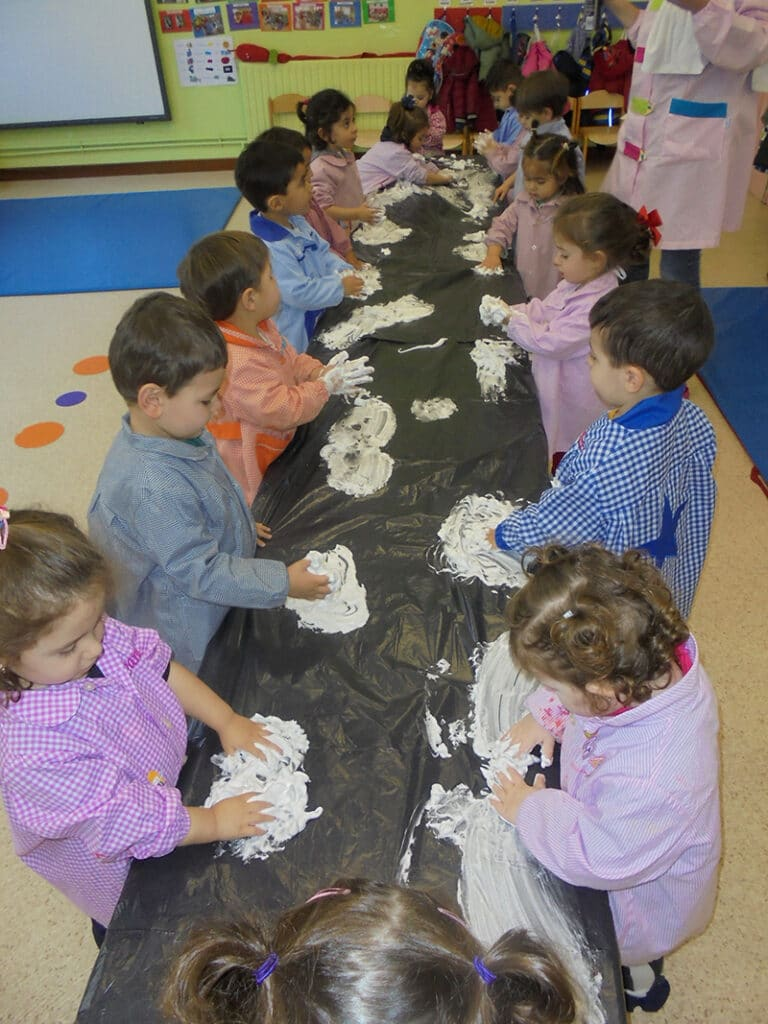 experimentando con la espuma aulas de Infantil