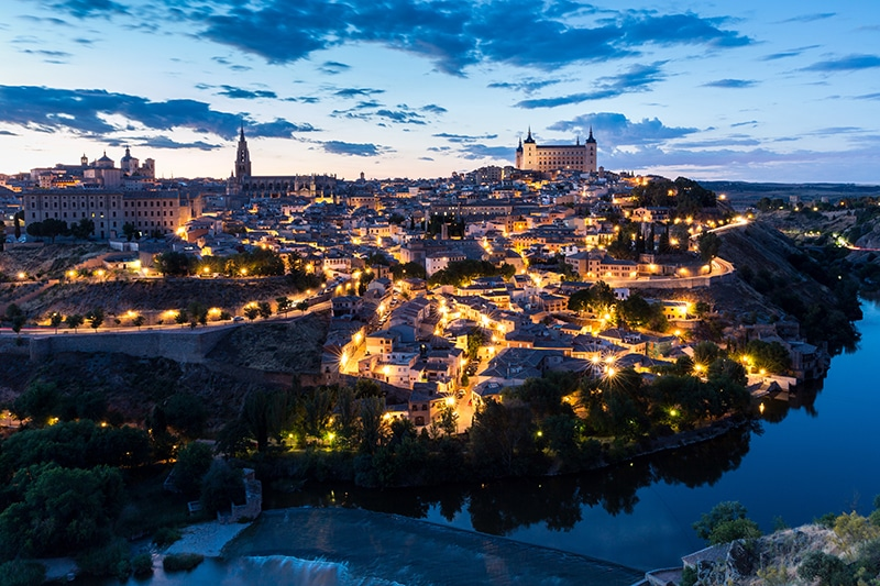 Vista nocturna de la ciudad de Toledo