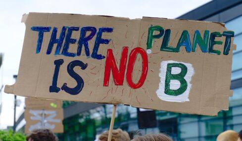 Pancarta de una protesta climática. No hay planeta B
