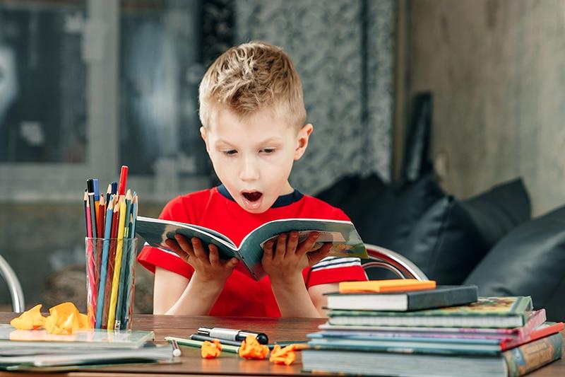 poner deberes a niños