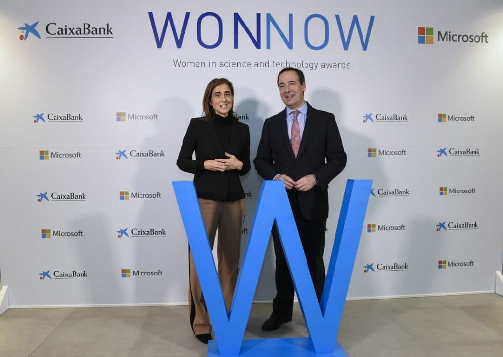 Pilar López, presidente de Microsoft España y Gonzalo Gortázar, consejero delegado de CaixaBank