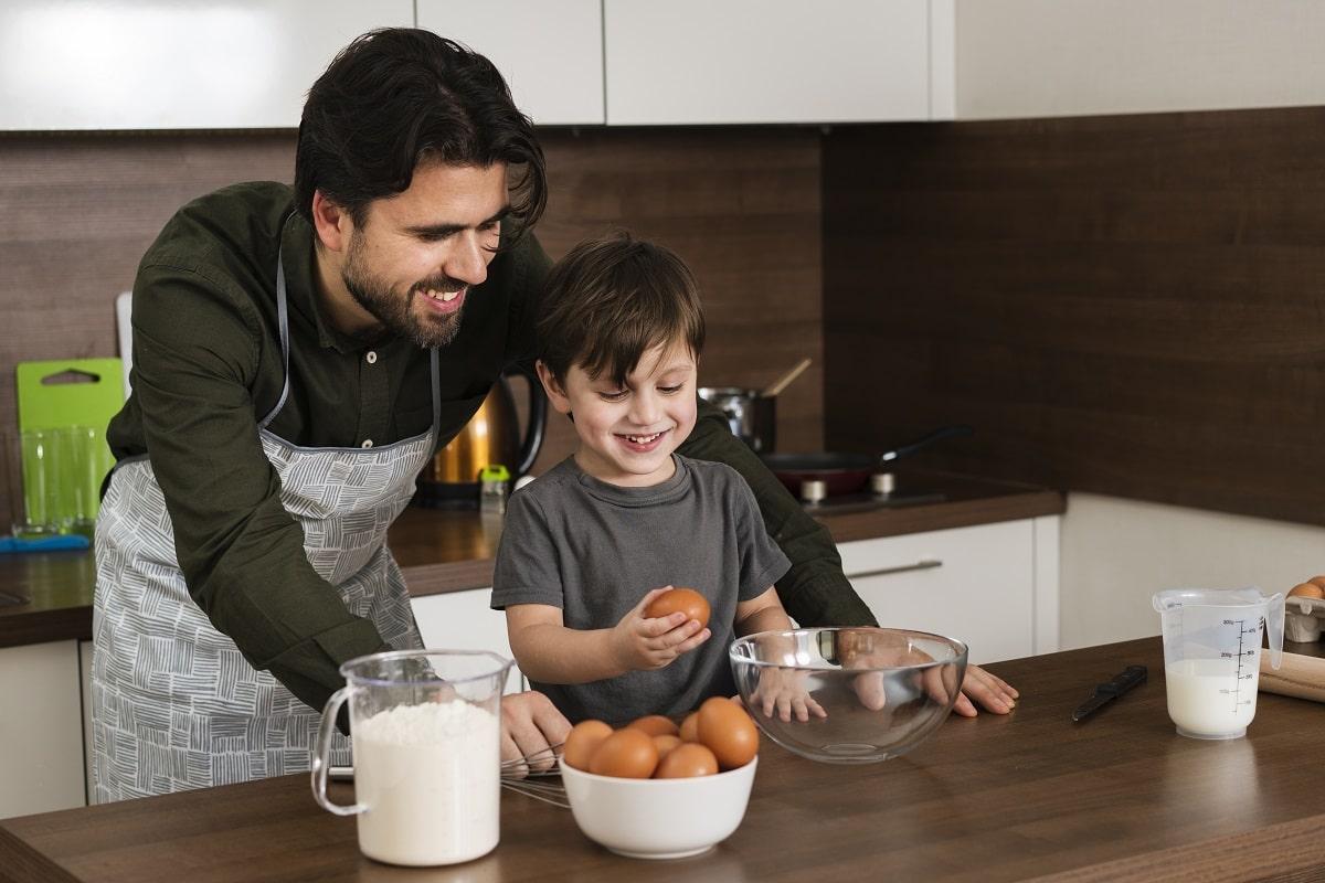 Niños…¡a cocinar! Estas son las ventajas de preparar recetas en familia