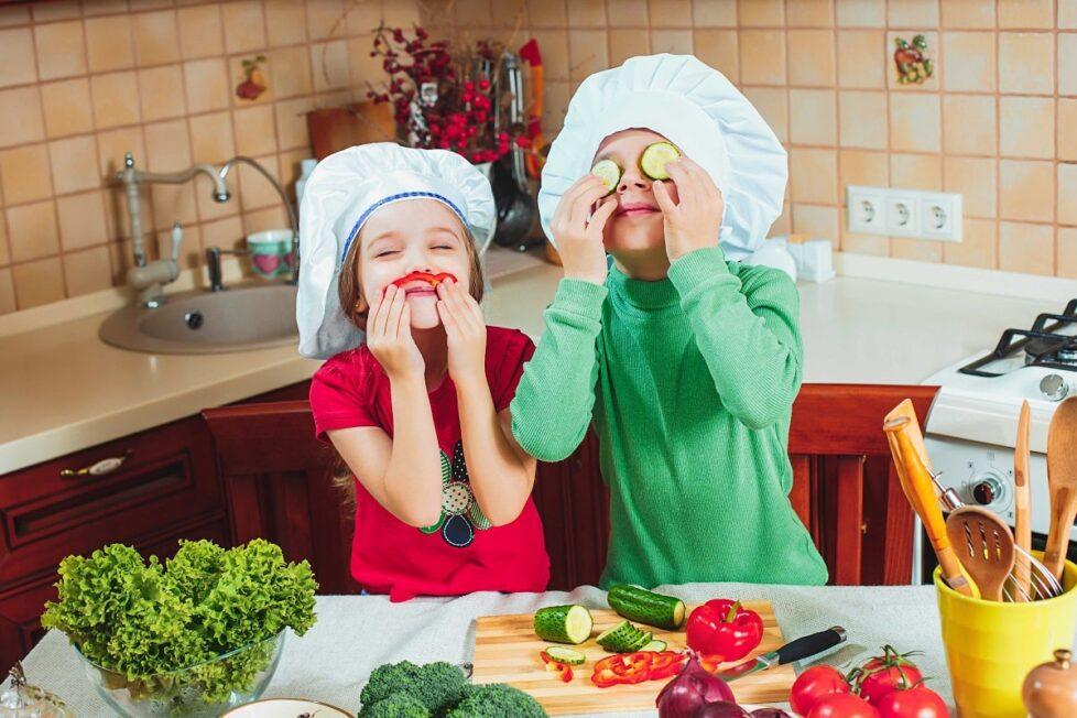 Aprovecha el confinamiento para que los niños aprendan a comer bien