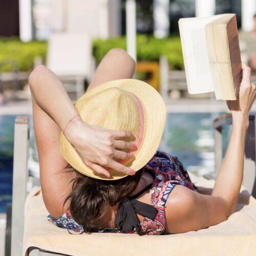 Novelas adictivas que no podrás dejar de leer este verano
