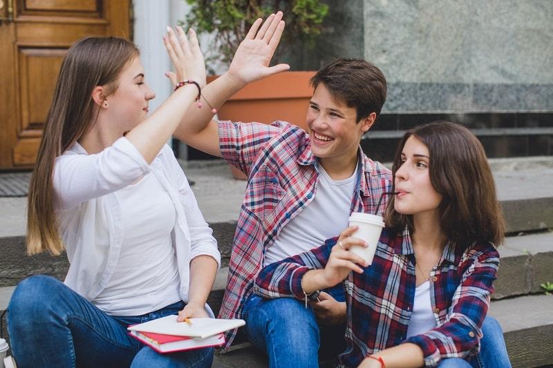 Alumnos de secundaria trabajan en su bienestar emocional