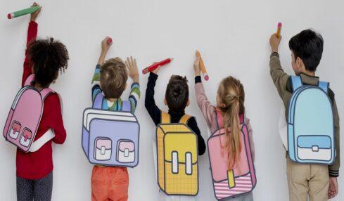 niños en la escuela trabajo colaborativo