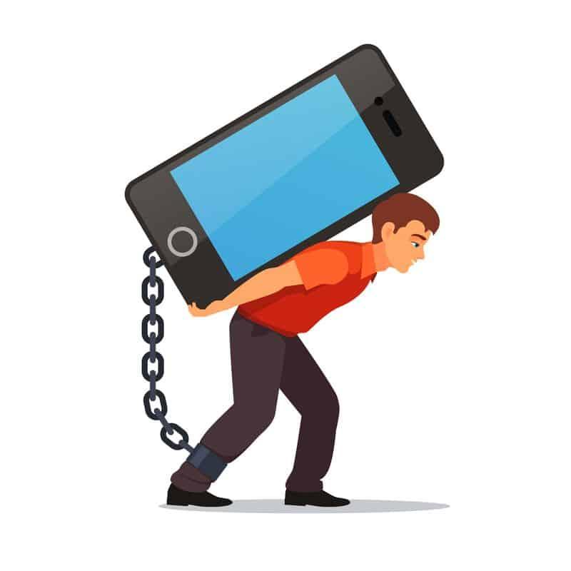 joven enganchado al móvil hiperconexión