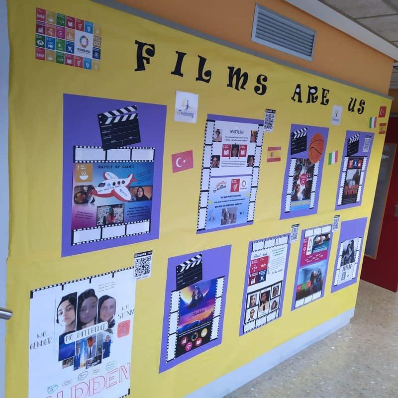 Mural del proyecto Films are us en el pasillo del centro escolar