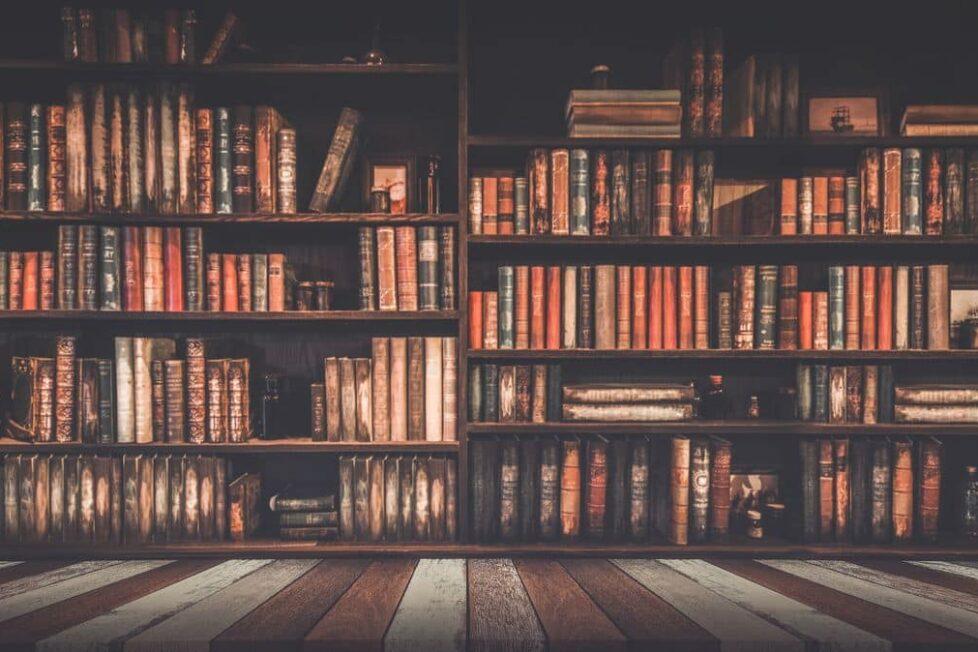 escritoras-que-no-pueden-faltar-en-la-estanteria-de-un-amante-de-los-libros