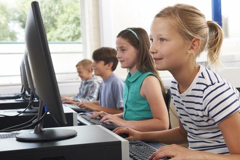 niños ordenador  usar el libro digital