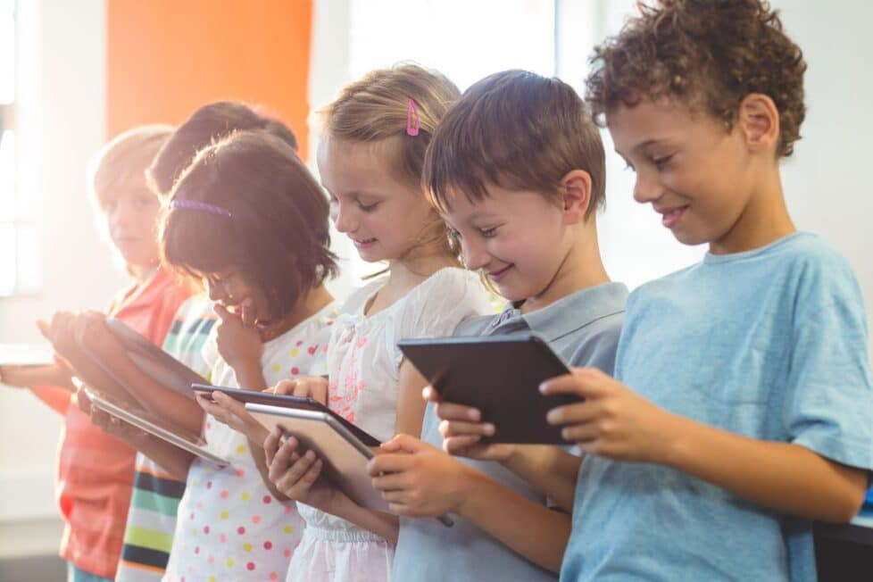 Socrative. Niños usando tablets en clase