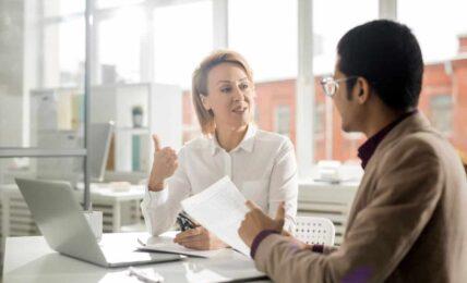 Cursos para adquirir habilidades de comunicación y conversación